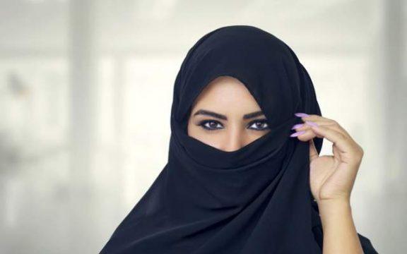 Hijab dan Jilbab: Catatan Berbusana untuk Perempuan