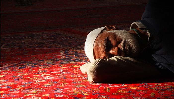 Benarkah Tidur Tengkurap Menyebabkan Masuk Neraka?