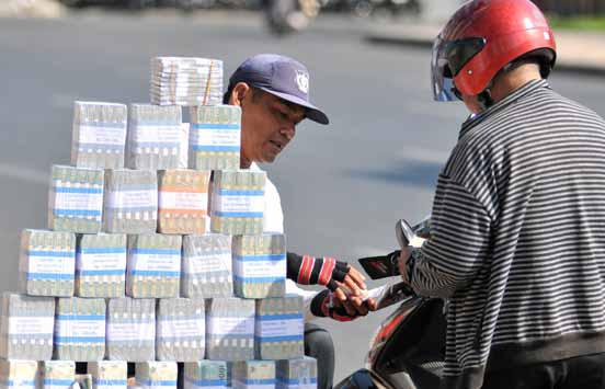 Bagaimanakah Hukum Menukar Uang di Pinggir Jalan?